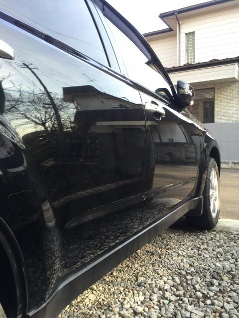 コーティングした黒い車のドア